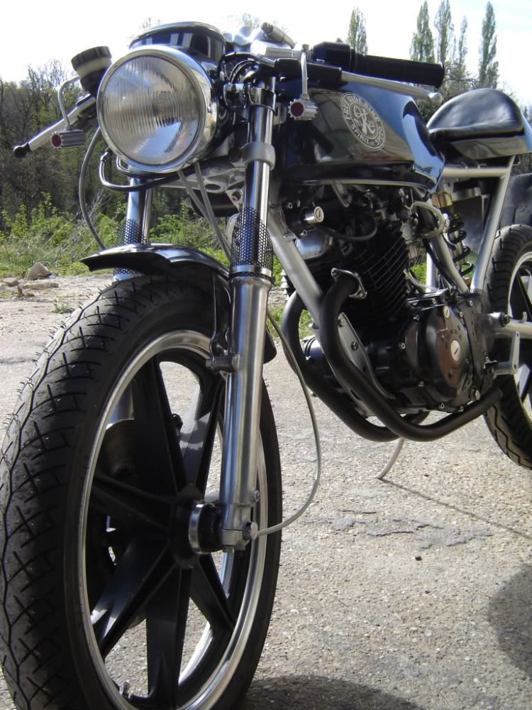 Radical Honda CB250 Cafe Racer! (3/3)