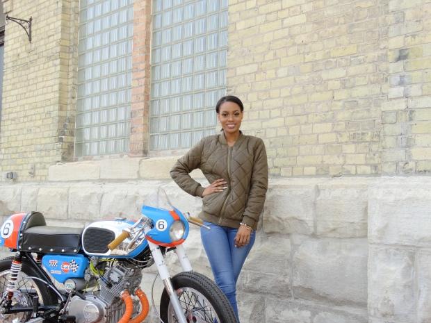 new pics blue bike 061